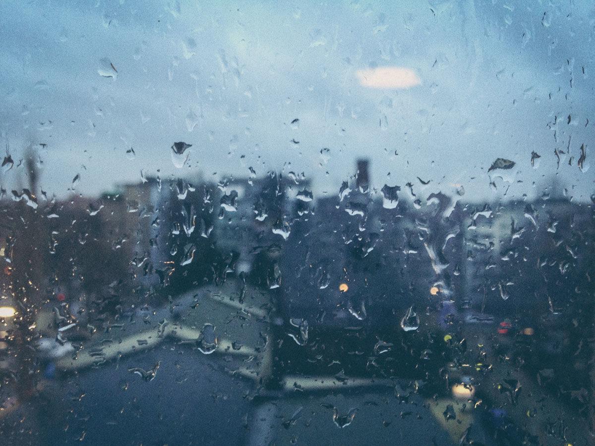 Regentropfen auf einem Fenster